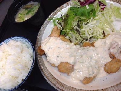 宮崎県宮崎市住吉地区広原の外山食堂はお昼の定食、ランチ、夜は創作料理の居酒屋のチキン南蛮ランチ